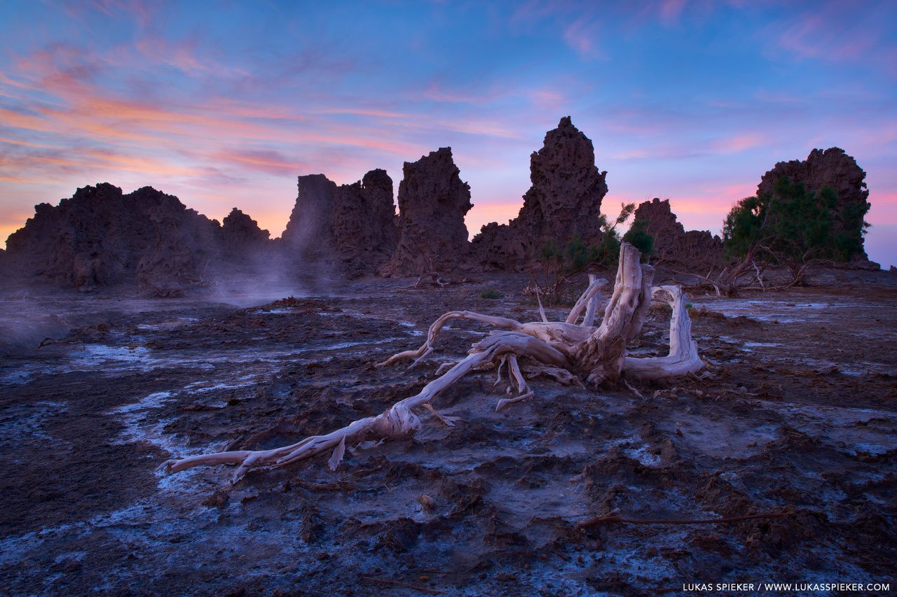 At the East African Rift near Lac Abbe at the border between Djibouti and Ethiopia, the Somali and Nubian plates are pulling apart. The thinning of the Earth's crust causes magma to push to the surface where it heats up springs. The boiling water erupts and calcium deposits create towering limestone chimneys.
